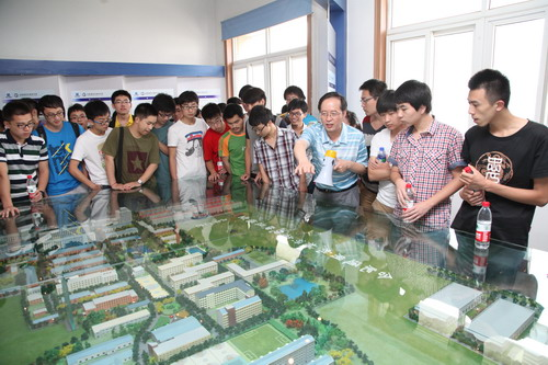 合肥工业大学陈长琦教授率师生来通用机械研究院参观实习