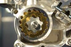 山田制作所开发出可改变内外两组旋轮线泵容量的油泵