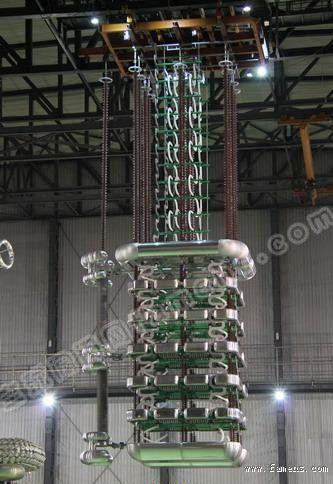 1100千伏/5000安培特高压直流换流阀阀塔样机吊装