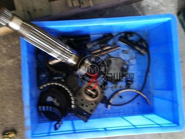 压路机液压泵维修